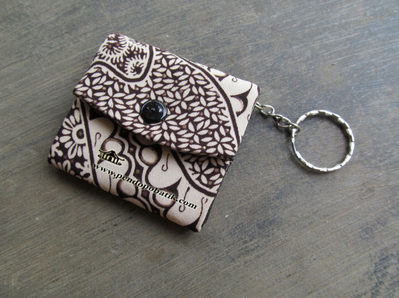 Souvenir dompet batik gantungan kunci