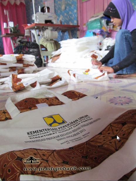Produksi Tas Seminar Batik